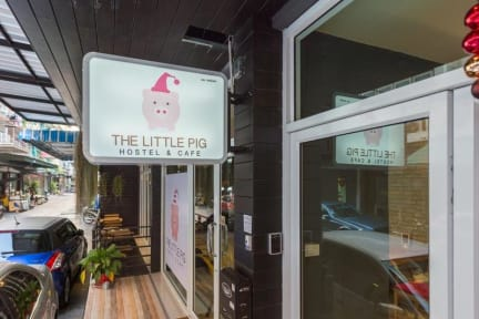 Fotky The Little Pig Sukhumvit