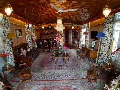 Bilder av Badyari Palace