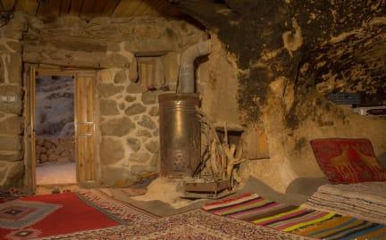 Fotky Maymand Stone House
