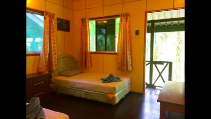 Foton av Sukau Backpackers Bed & Breakfast