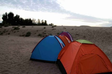 Foton av Dunhuang ELEVEN International Desert Camping Base