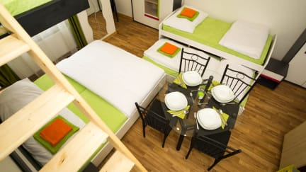 Fotky Flying Bed Apartment by Prague Castle & Airport