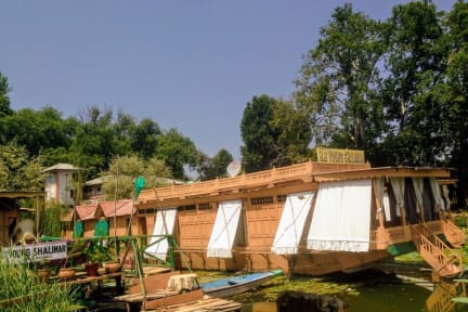 Photos of Young Shalimar Houseboats