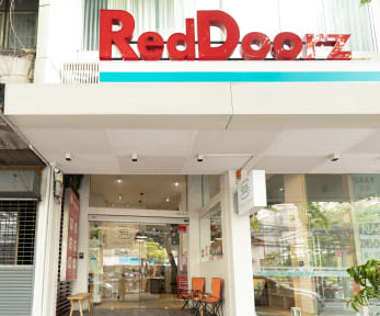 RedDoorz Plus @ Simply Sleep Hostelの写真