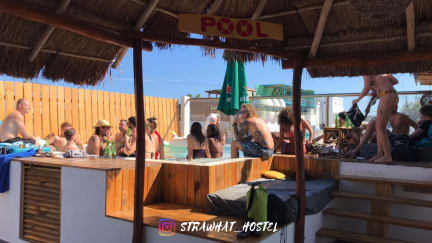 Fotky Straw Hat Hostel & Rooftop Bar