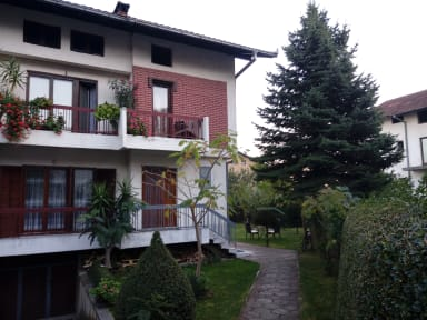 Foto's van Garden Charm Hostel