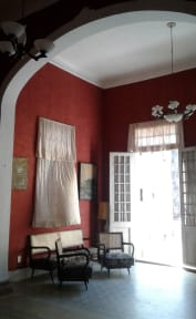 Foton av Centrally Located House & hostess