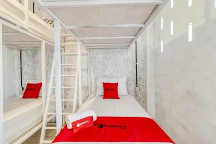 RedDoorz Hostel near Kalasan Templeの写真