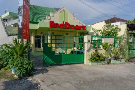 RedDoorz Hostel near Stasiun Tugu Malioboro tesisinden Fotoğraflar