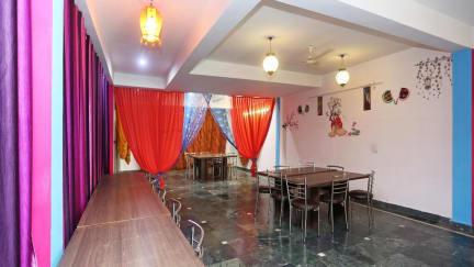 Kuvia paikasta: Taj Niwas