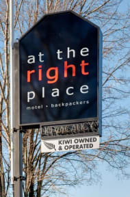 Fotos de At The Right Place