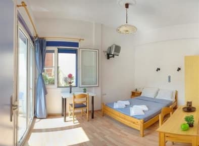 Foto's van Rent Rooms The Sea-Front