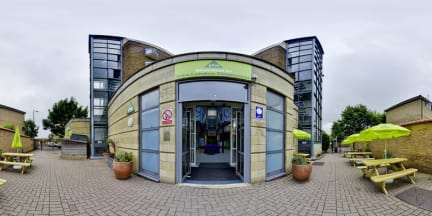 Photos of YHA London Thameside