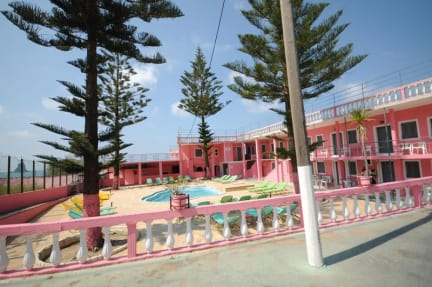Fotky The Pink Palace Hotel & Hostel