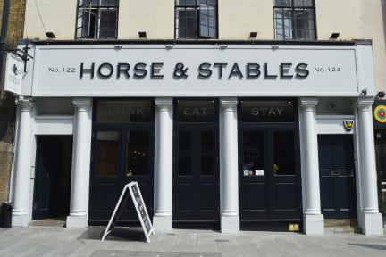The Horse and Stables照片