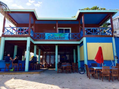 Fotky Sandbar Beachfront Hostel & Restaurant