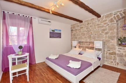 Split center Authentic Rooms in stone villa照片