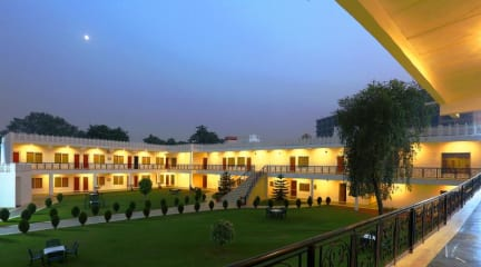Fotky Airport Motel Aapno Ghar Resort