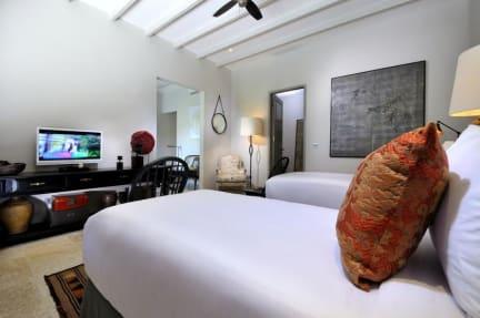Photos of Room & Vespa 2