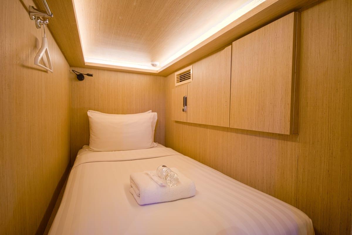 Cube, Singapore hostel