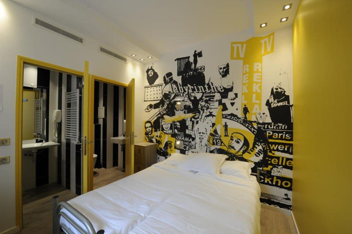 The 3 Ducks Eiffel Tower by Hiphophostels, Paris, France hostel