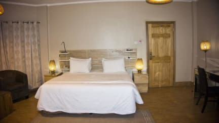 tropical enclave hotel accra ghana book your cheap hotel now rh hostelbookers com